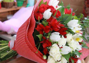 Купить цветы на Последний Звонок