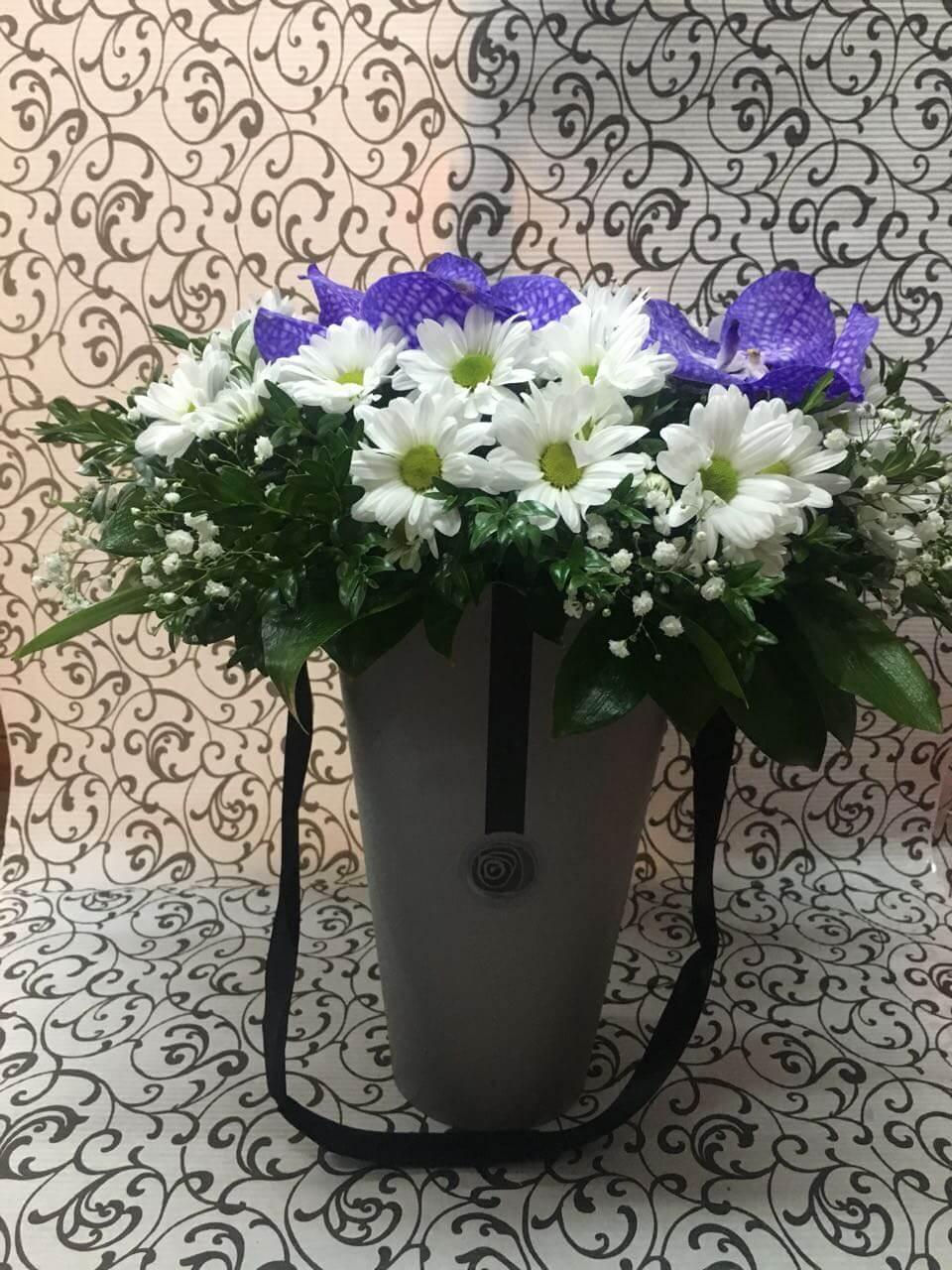Цветы-в-коробках-8