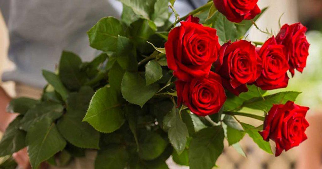 Всё таки, приятно получать цветы в подарок!