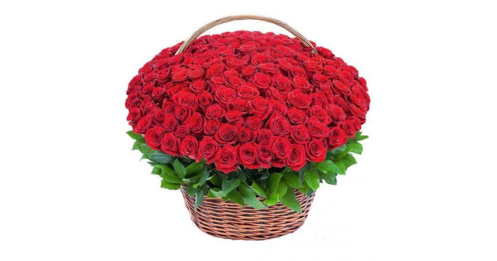 Корзина с цветами - отличный подарок!